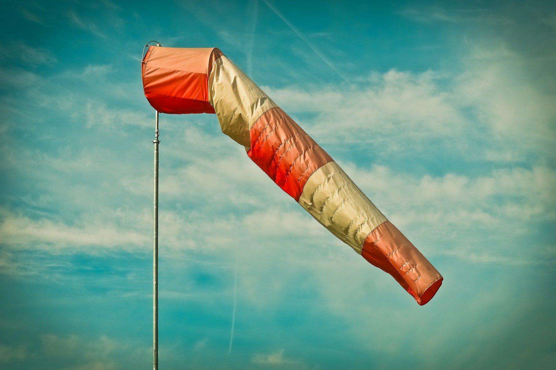 Silny wiatr przynajmniej do 17:00