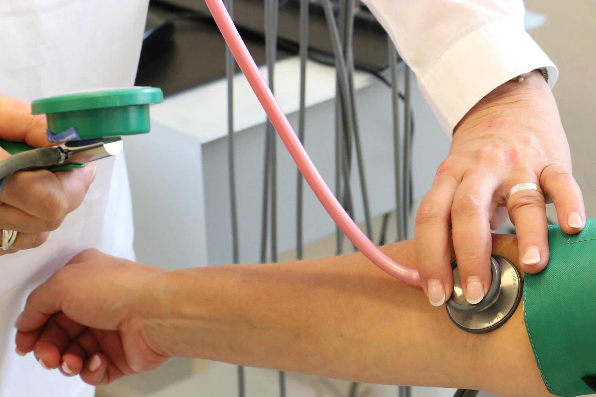 Koronaraport: więcej ozdrowień niż zakażeń