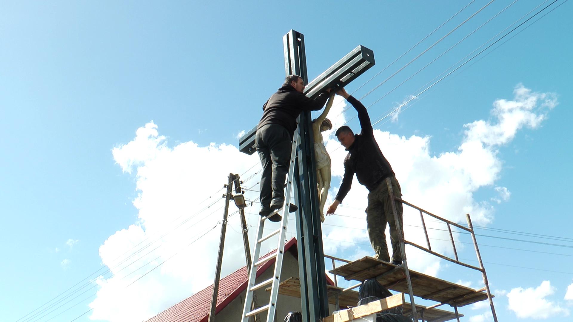 Nowy krzyż stanął w Chocianowcu (wideo)