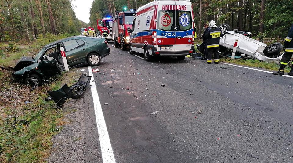 Czołowe zderzenie dwóch pojazdów w okolicy Michałowa