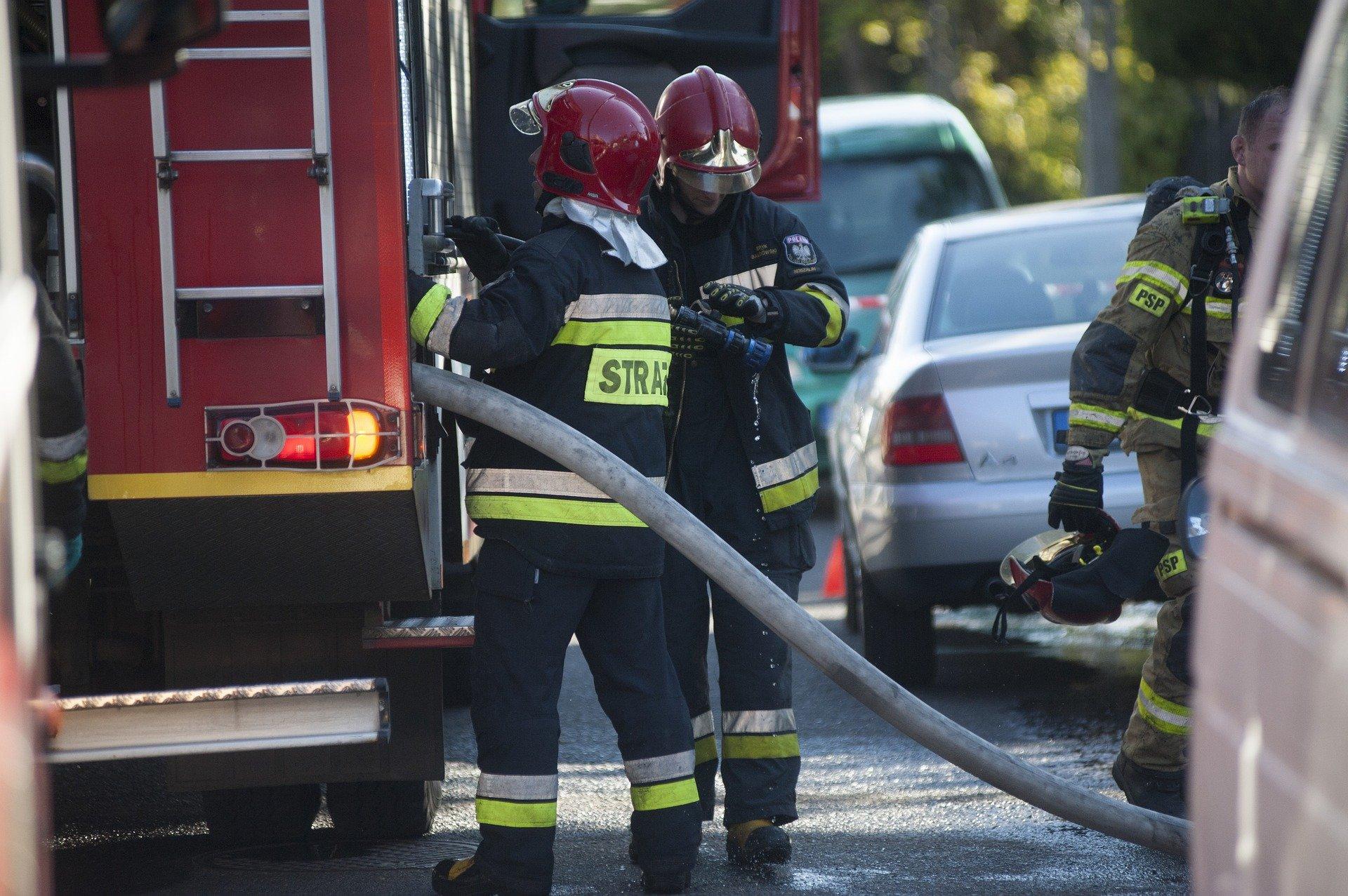 Pożar w Szklarach Dolnych, jedna osoba w szpitalu