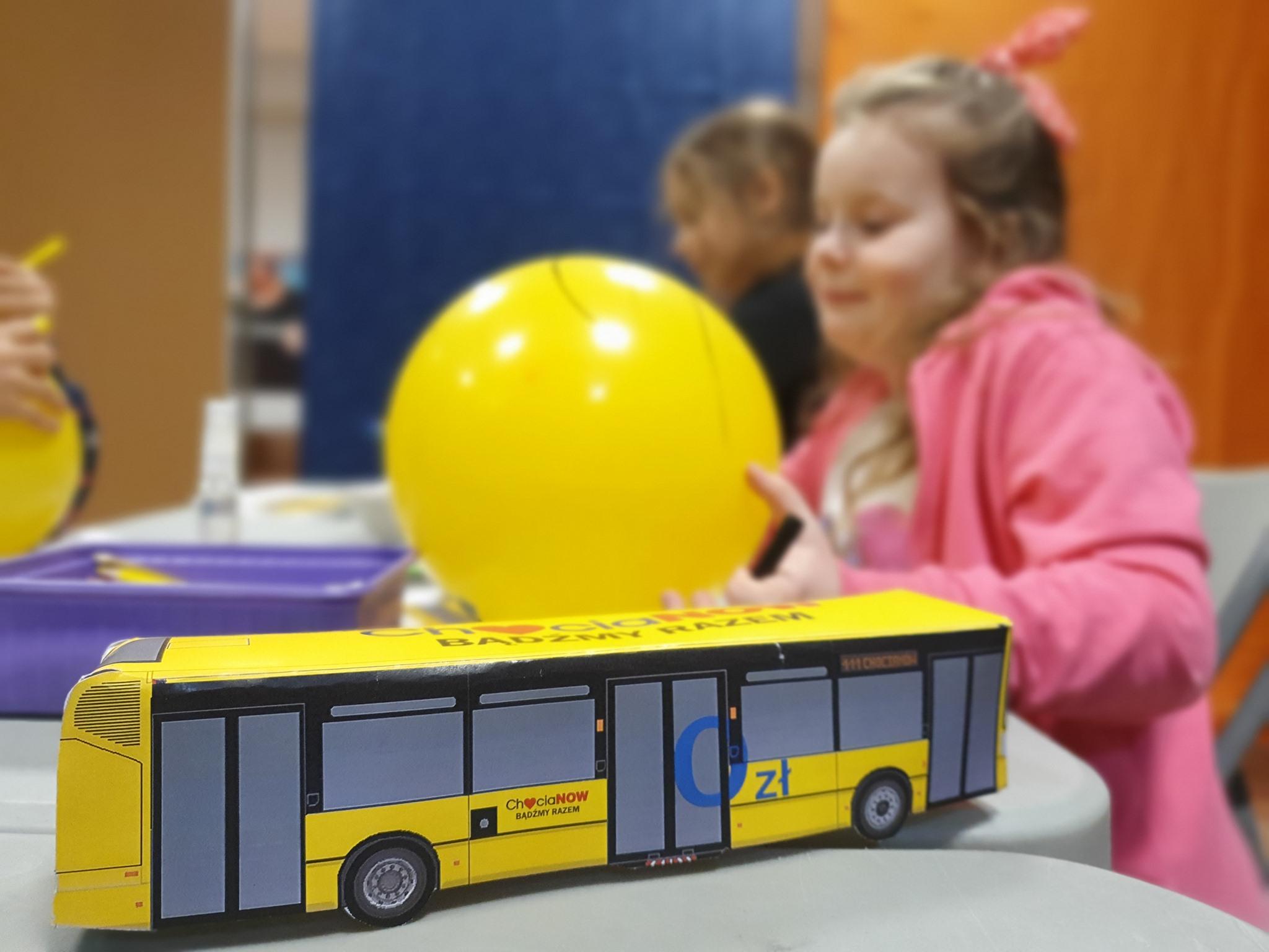 Żółty autobus sprawi, że każdy dojedzie