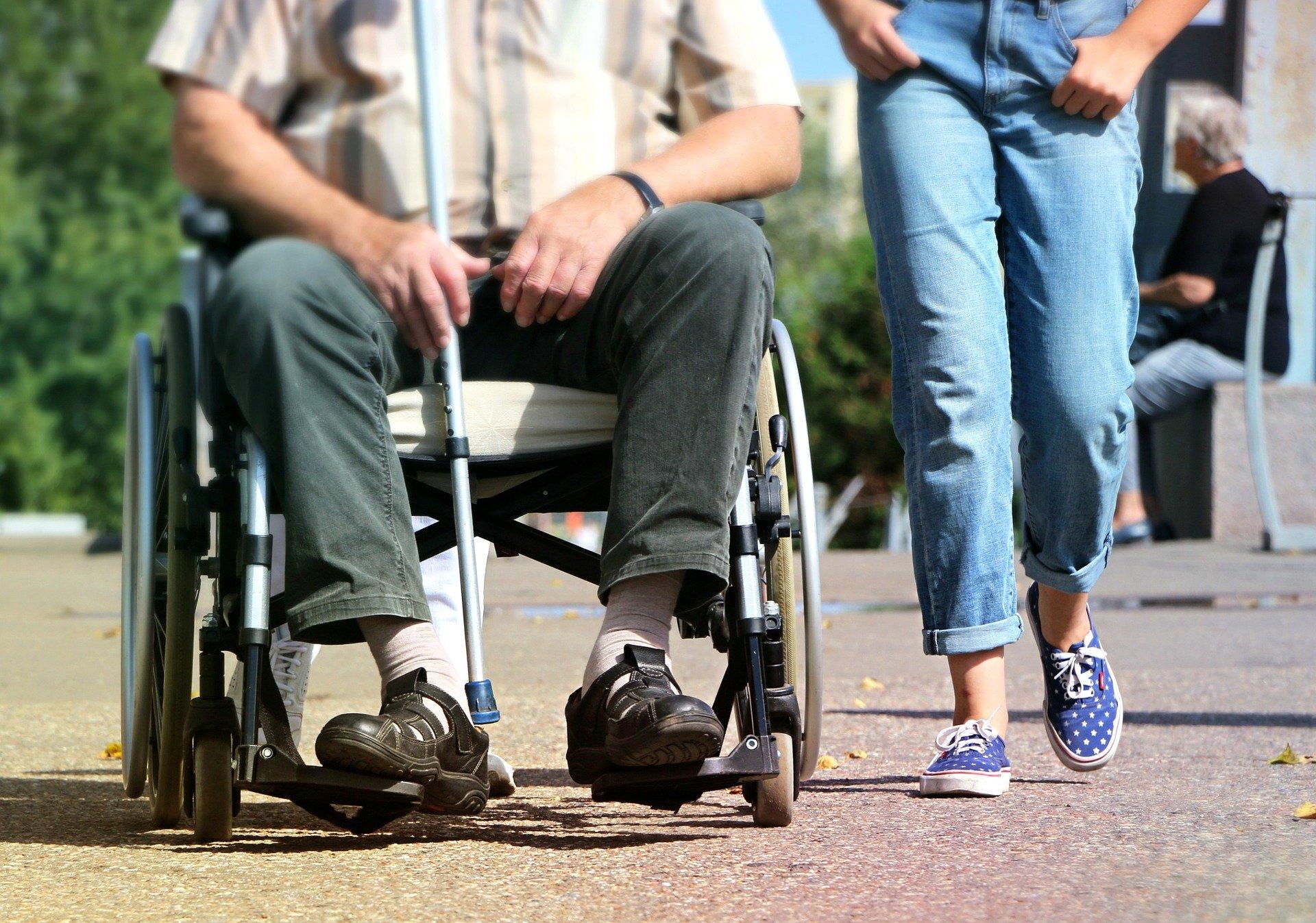 Burmistrz uruchomił numer dla seniorów i niepełnosprawnych