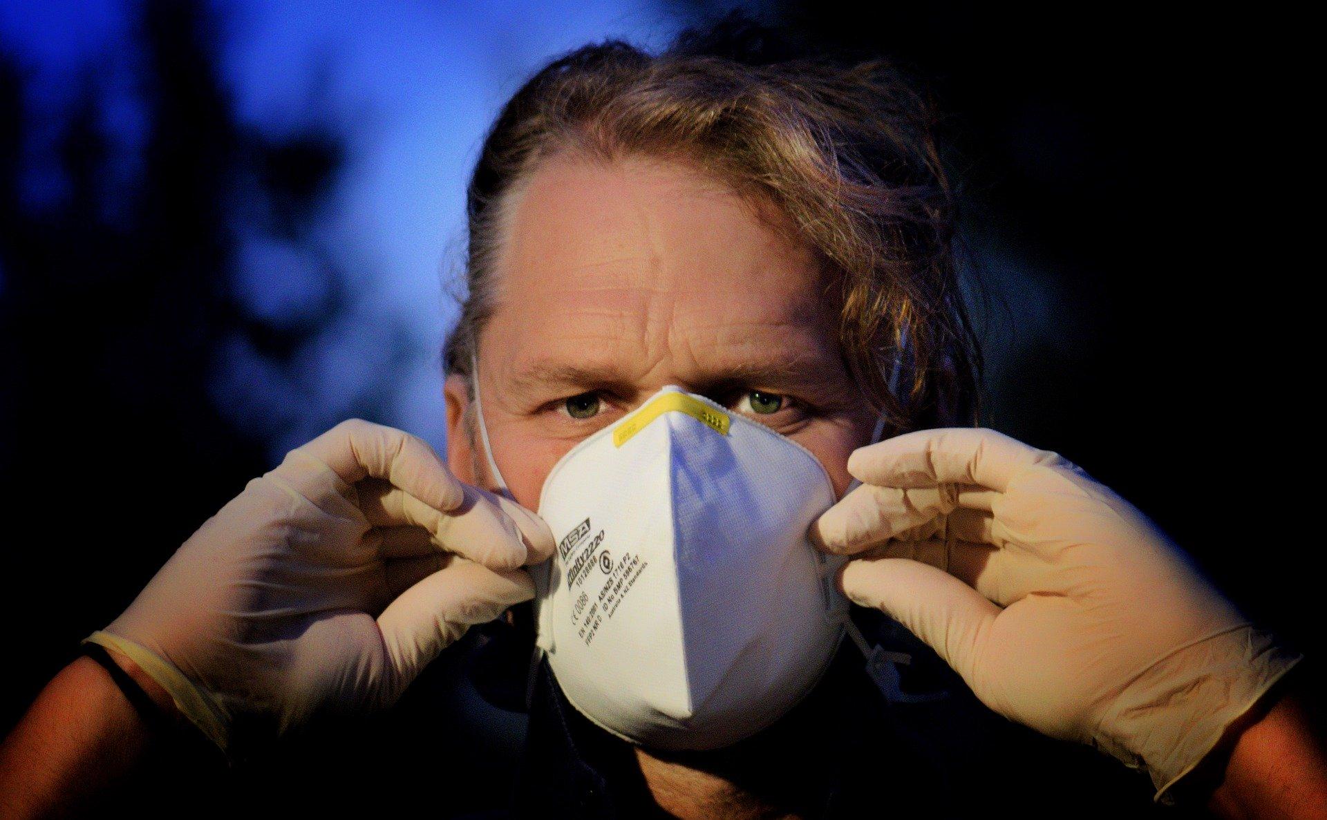 Niektóre ograniczenia nawet do 3 maja - za tydzień obowiązkowe maseczki na twarzach