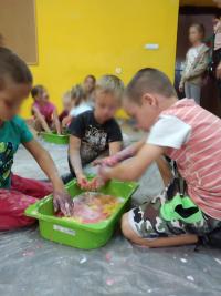 Bańkowy koniec zajęć sensorycznych w Żabicach