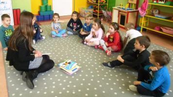 Dzieci gotowe na spotkanie z autorem
