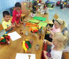 Dzieci z radością biorą udział w spotkaniach organizowanych przez Bibliotekę