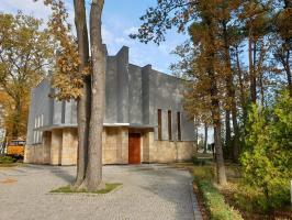 Remont elewacji kaplicy cmentarnej trwa