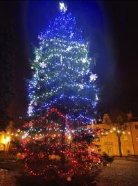 Kulczyński: do 2 stycznia Pałac w Chocianowie będzie podświetlony w kolorach flagi Naszej Gminy (obszerna galeria zdjęć)