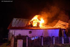 Spalony warsztat gasili całą noc