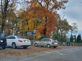 Tymczasowy parking na rezerwie cmentarza już prawie gotowy