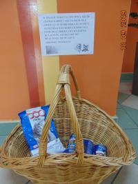 Szkoły zbierają karmę dla potrzebujących zwierząt