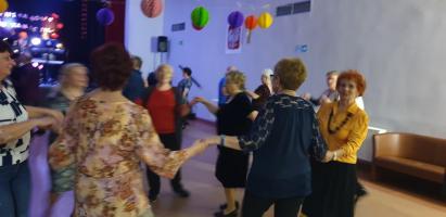 Roztańczeni seniorzy w walentynkowym klimacie (galeria zdjęć)